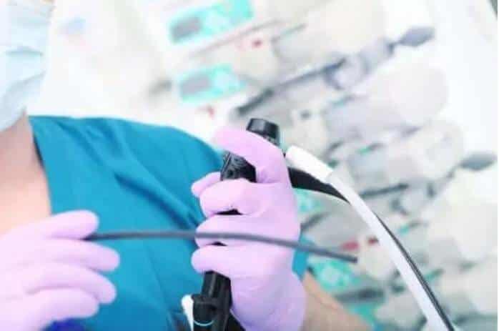 Πώς το ιατρικό προσωπικό αλλάζει έναν σωλήνα σίτισης