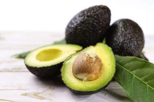 Τρεις συνταγές με αβοκάντο για να φροντίσετε την υγεία σας