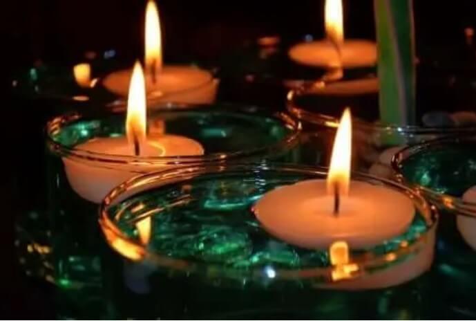Κεριά αναμμένα