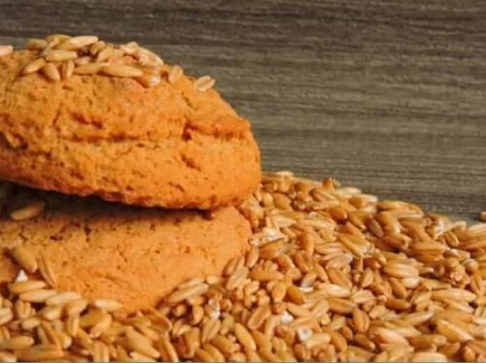 Φτιάξτε μπισκότα χωρίς ζάχαρη με γιαούρτι και βρώμη