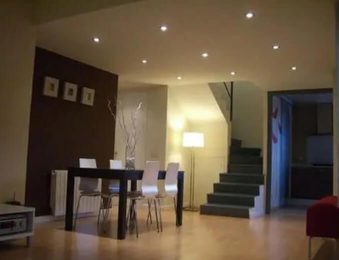 Φωτισμός σαλονιού για άνετο σπίτι