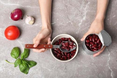 4 γεύματα που μπορείτε να φτιάξετε με φασόλια σε κονσέρβα
