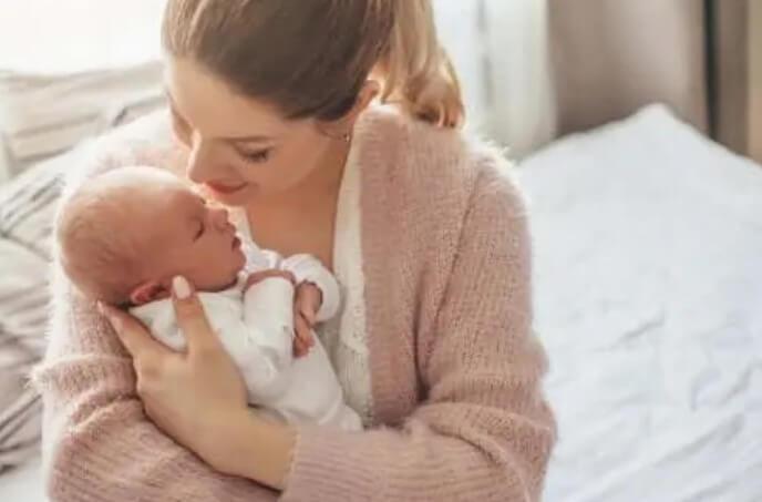 γυναίκα με μωρό