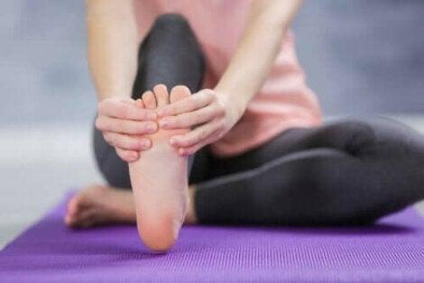 Θεραπείες για πρησμένους αστραγάλους και πόδια