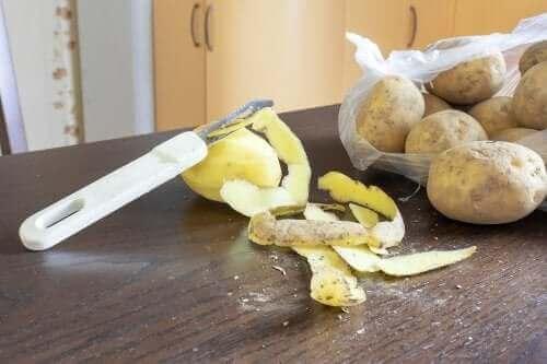 Καθαριστικό για τα πιάτα από φλούδες πατάτας