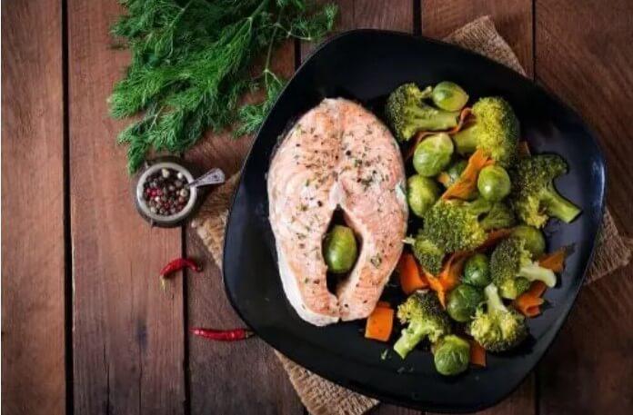 Σολομός με λαχανικά στη Δίαιτα Paleo