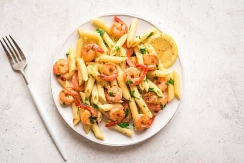 Μακαρονάδα με λεμονάτες γαρίδες: Μια συνταγή για δείπνο