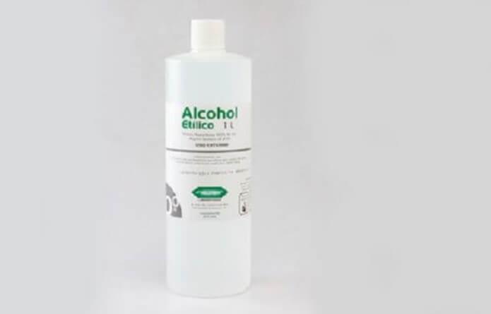 μπουκάλι με οινόπνευμα