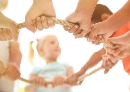 Πώς να ενθαρρύνετε το συλλογικό παιχνίδι στα παιδιά