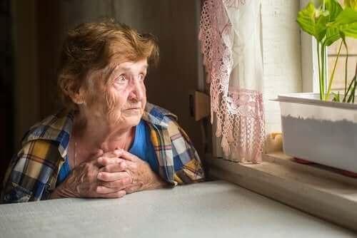 Μοναξιά στους ηλικιωμένους: Πώς επηρεάζει την υγεία τους