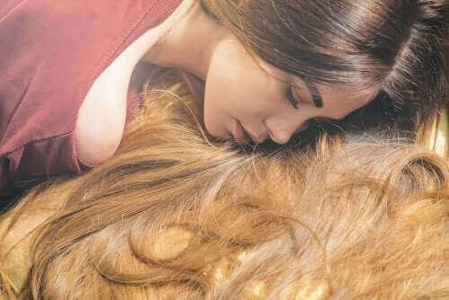 6 αιθέρια έλαια που επιταχύνουν την ανάπτυξη των μαλλιών