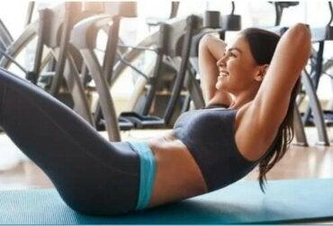 Ασκήσεις για τους κοιλιακούς χωρίς να τραυματίσετε την πλάτη