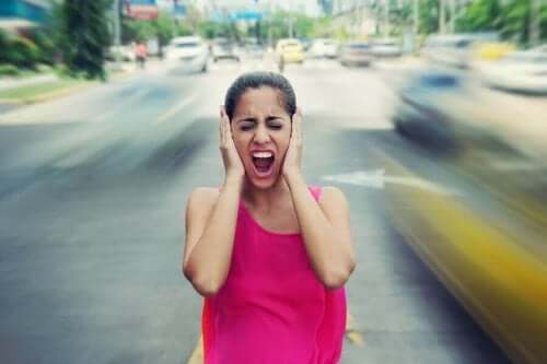 Γυναίκα φωνάζει