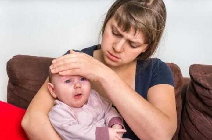 μωρό με πυρετό