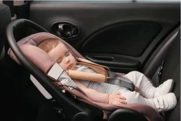 μωρό σε αυτοκίνητο