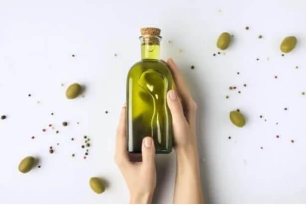 Μπουκάλι με ελαιόλαδο