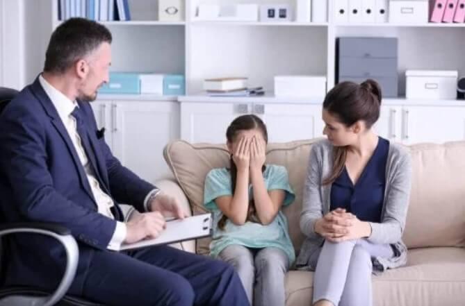 Κοριτσάκι σε ψυχολόγο