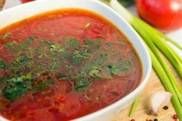Tρεις νόστιμες και εύκολες συνταγές για σκορδόσουπα