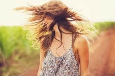 Άργιλος και λάδι καρύδας για να αναζωογονήσετε τα μαλλιά σας