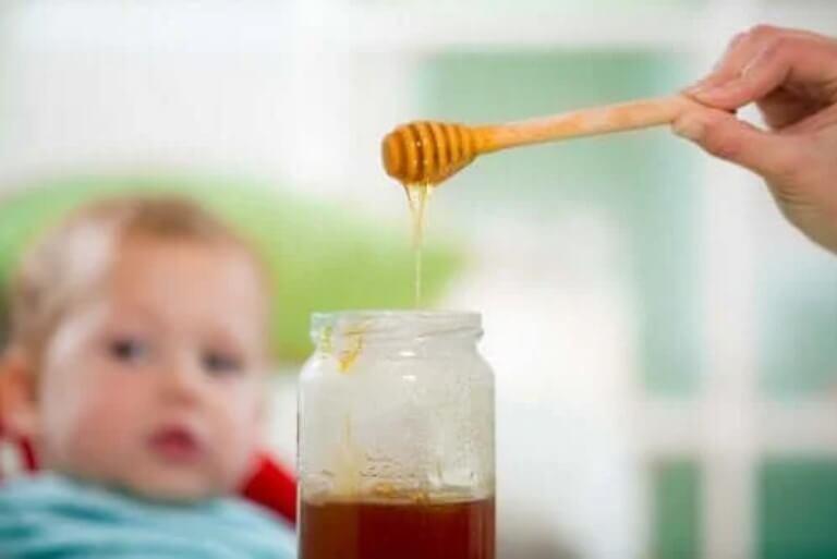 Μέλι και τα μωρά: Ένας επικίδυνος συνδυασμός