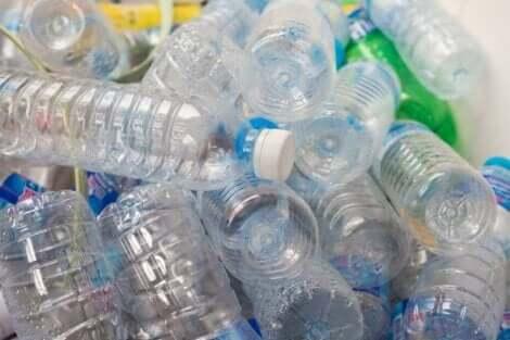 Πολλά πλαστικά μπουκάλια