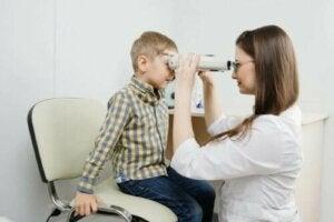 Ρετινοβλάστωμα: Συμπτώματα, αιτίες και αντιμετώπιση
