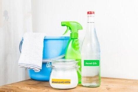 Σπιτικά καθαριστικά με μαγειρική σόδα και ξίδι