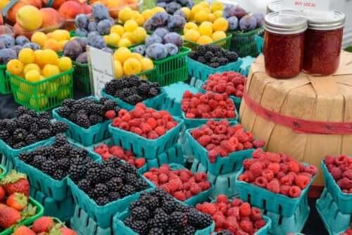 Διάφορα φρέσκα φρούτα