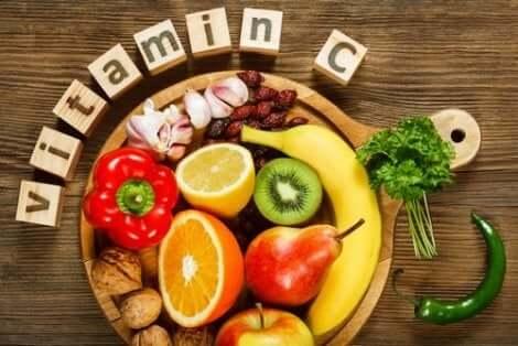 Διάφορες τροφές με βιταμίνη C