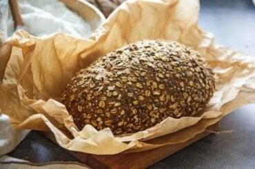 Δύο συνταγές για ψωμί με λίγους υδατάνθρακες