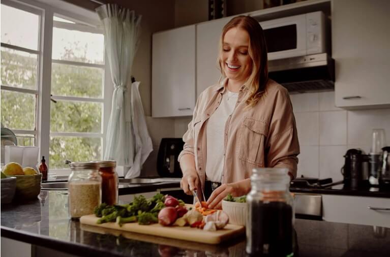 γυναίκα μαγειρεύει
