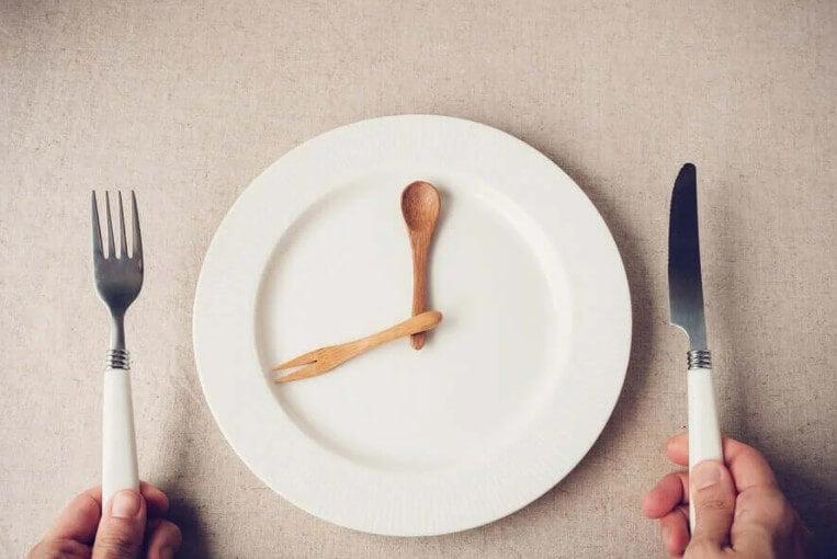βιολογικό ρολόι σε πιάτο