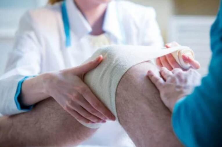 γάζα στο γόνατο