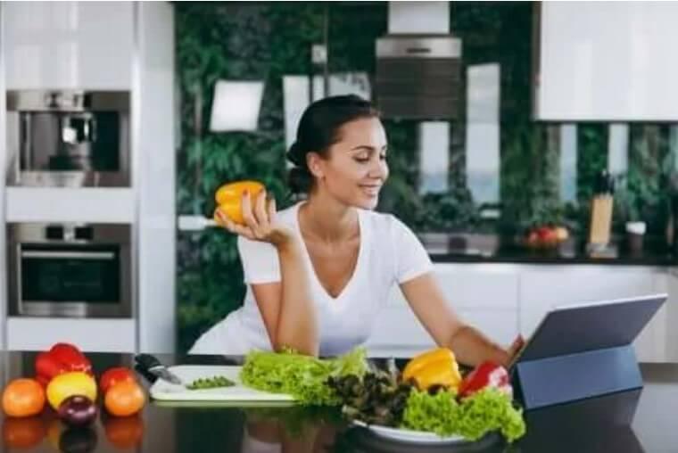 Το να παραλείπετε το βραδινό θα σας βοηθήσει να αδυνατίσετε;
