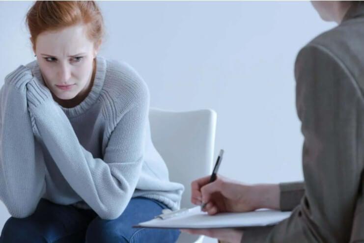 γυναίκα σε ψυχολόγο