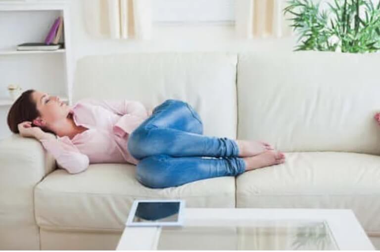 ύπνος στον καναπέ