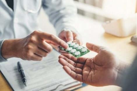 Πώς να διαβάζετε τα ένθετα συσκευασίας φαρμάκων