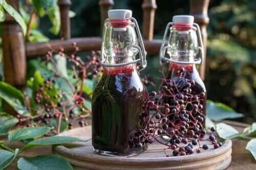 Σιρόπι σαμπούκου: Οφέλη, προφυλάξεις και παρασκευή