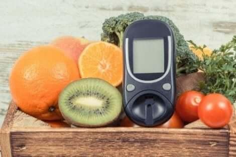 Συσκευή μέτρησης γλυκόζης ανάμεσα σε φρούτα