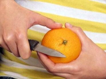 Φρούτα με τη φλούδα ή χωρίς; Πώς πρέπει να τα τρώμε;