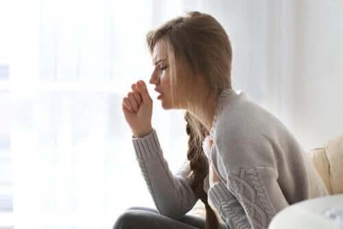 Γυναίκα βήχει