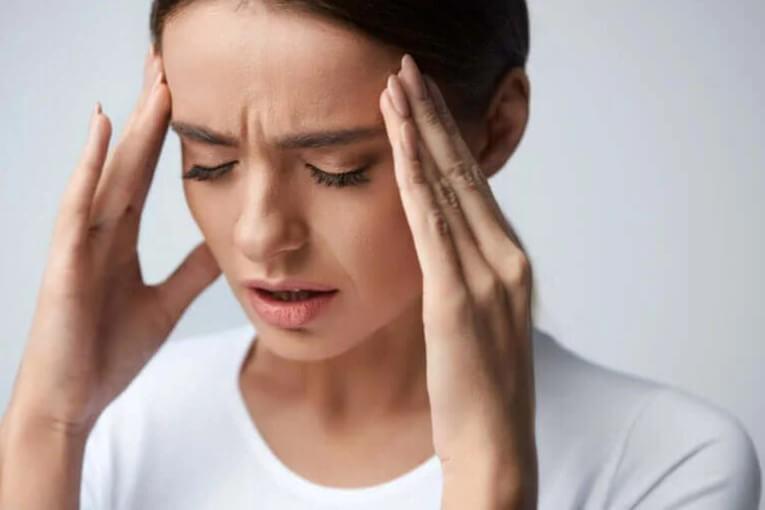πονοκέφαλος σε γυναίκα
