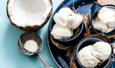 Φτιάξτε παγωτό καρύδας χωρίς γαλακτοκομικά προϊόντα