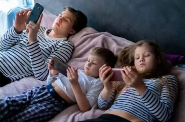 Υπερβολική έκθεση σε οθόνες κατά την παιδική ηλικία