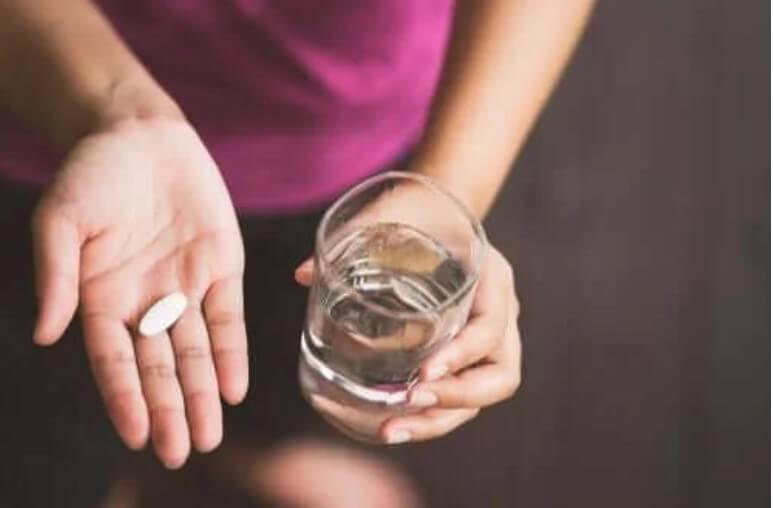 χάπι και νερό