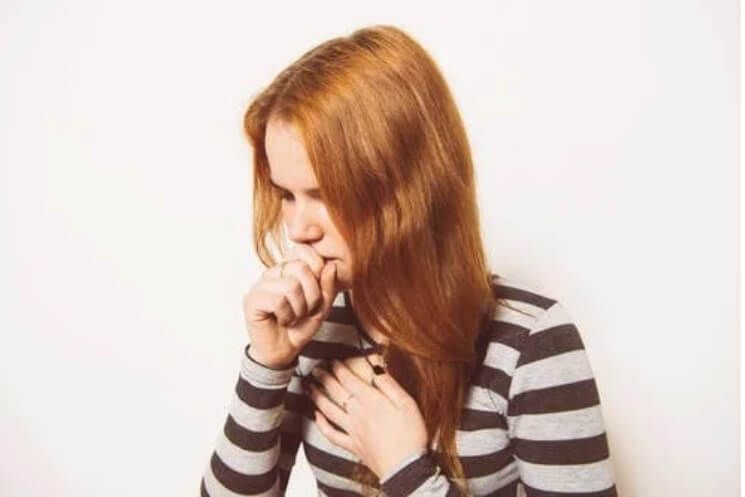 γυναίκα που βήχει