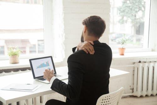 Ακολουθήστε αυτά τα βήματα αν κάνετε καθιστική εργασία