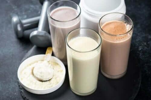 Διάφορα ροφήματα πρωτεΐνης και πρωτεΐνη σε σκόνη