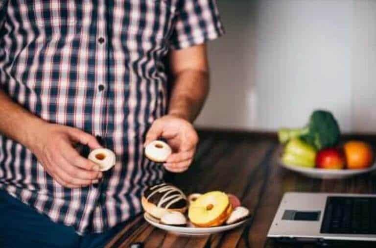 Τα τρόφιμα που σας αφήνουν πεινασμένους: Τι να αποφεύγετε