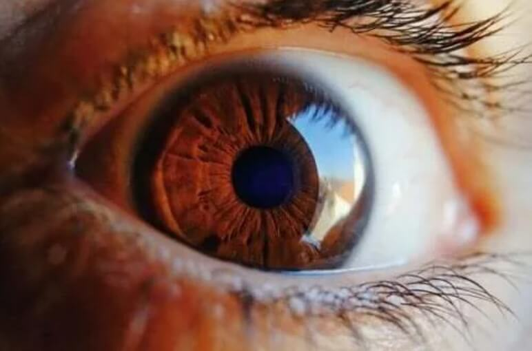 Ανακαλύψτε πώς το μάτι καθαρίζεται από μόνο του